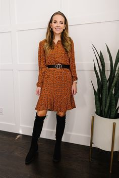 Long Boots Outfit, Winter Boots Outfits, Dress With Boots, Dress And Heels, Simple Outfits, Simple Dresses, Green Suede Jacket, Leopard Ankle Boots, Leather Dresses