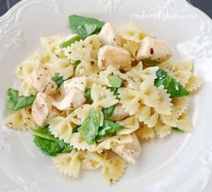 Garlic Chicken Pasta with Spinach from creationsbykara.com. This pasta is light and flavorful. The lemon adds a great fresh flavor! #chicken #pasta #recipe