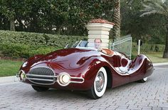 Mechanical engineer Norman E. Timbs created this breathtaking Streamliner in the 1940s.