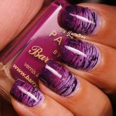 Purple nails with stripes Fantastic Nails, Fabulous Nails, Love Nails, How To Do Nails, Pretty Nails, Gradient Nails, Purple Nails, Purple Ombre, Deep Purple