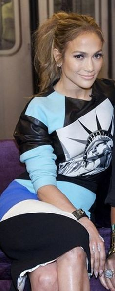 Who made Jennifer Lopez�s blue print dress and jewelry that she wore in New York