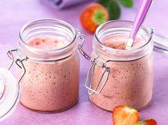 Avec les lectrices reporter de Femme Actuelle, découvrez les recettes de cuisine des internautes : Mousse légère vanille-fraise au Thermomix