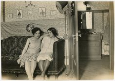 Aside from the two wonderfully lovely 1920s flapper-esque gals, I adore the setting (rich with furniture and glimpses of two different rooms) in this wonderful 1920s snapshot. #1920s #flapper #girls #women #vintage #dress #twenties