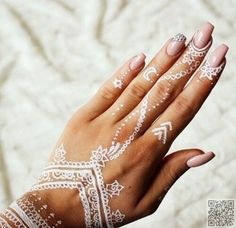 #White Henna<<<<I am definitely getting henna for my quinceanera. I'm a genius.