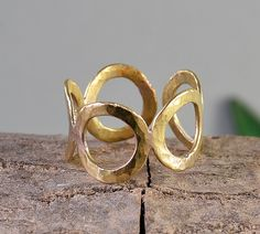 Open circles ring, pinky finger ring, retro plain ring, hammered brass ring, adjustable gold ring, dainty jewelry, by ColorLatinoJewelry on Etsy