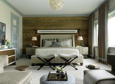 lambris mural en bois et  meubles assortis