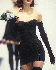 「dolce and gabbana 1992 black dress」的圖片搜尋結果 Couture Fashion, Runway Fashion, High Fashion, Fashion Show, Fashion Design, Black 90s Fashion, Black Aesthetic Fashion, Early 90s Fashion, Fashion Movies