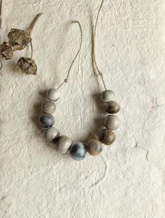Ensemble de 11 perles uniques en céramique fait main