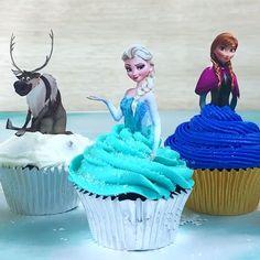 - Nevertheless She Baked - Frozen cupcakes! How to bake Frozen cupcakes! Frozen Birthday Cupcakes, Frozen Themed Birthday Party, Disney Frozen Birthday, Frozen Themed Food, Disney Frozen Cupcakes, Frozen Cake Pops, Frozen Party Food, Frozen Cupcake Toppers, Elsa Birthday Cake