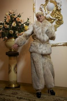 lynx fur jacket pants this is totally gisgusting. can you just imagine how many LYNX were slaughtered to make this wonderful outfit. Fur Skirt, Fox Fur Coat, Fur Coats, Snow Suit, Fur Fashion, Fashion Outfits, Lynx, Warm And Cozy, Faux Fur