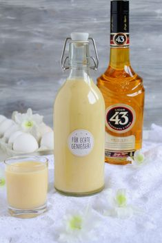 Orange - vanilla - eggnog with 43 He (Food with Love - Thermomix recipes with heart) Hello beloved Boah - tastes the delicious! Made of a few ingredients, this creamy eggnog is quickly mixed together Summer Drinks, Cocktail Drinks, Cocktail Recipes, Ponche Navideno, Cooking Chef Gourmet, Eggnog Recipe, Schnapps, Christmas Drinks, Punch Recipes