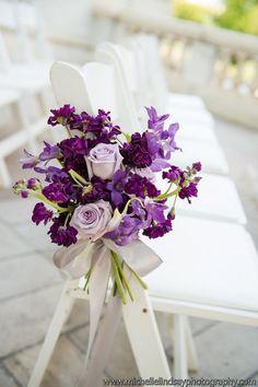 Love the purple wedding aisle flowers #Purpleweddingflowers