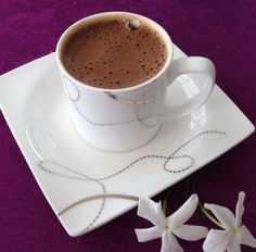 Gifts Ideas For Coffee Lovers - Useful Articles Brown Coffee, I Love Coffee, My Coffee, Good Morning Coffee, Coffee Break, Coffee Cafe, Coffee Drinks, Chocolates, Cocoa Drink
