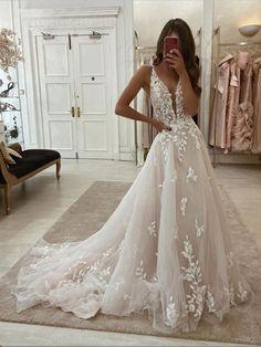 Tulle Wedding Dresses, V Neck Wedding Dress, Cute Wedding Dress, Wedding Dress Trends, Ball Dresses, Ball Gowns, Disney Wedding Dresses, Dresses Dresses, Lace Wedding Dresses