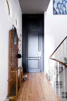 d co couloir long sombre troit 12 id es pour lui donner du style entr e des artistes. Black Bedroom Furniture Sets. Home Design Ideas