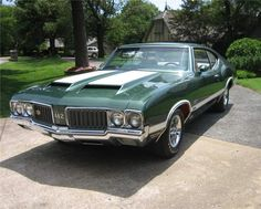 Oldsmobile 442 W-30 - 44288_Front_3-4_Web - With it's 455ci engine, this car had 375bhp and could hit 60mph in just over 6 seconds and had a top speed of over 140mph!