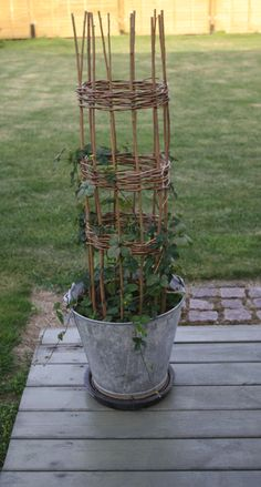 PILEFLET espalier Garden Crafts, Garden Projects, Garden Art, Garden Design, Homemade Garden Decorations, Willow Garden, Fenced Vegetable Garden, Pot Plante, Garden Trellis