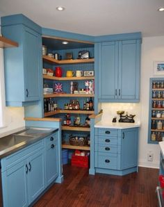 Trendy Kitchen Corner Pantry Cabinet Walk In Ideas Kitchen Corner Cupboard, Kitchen Pantry Design, Kitchen Pantry Cabinets, Kitchen Cabinet Storage, Kitchen Layout, Kitchen Styling, Corner Cabinets, Corner Shelves, Kitchen Shelves