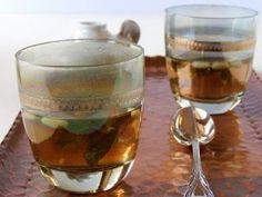Chá de hortelã e pinolis
