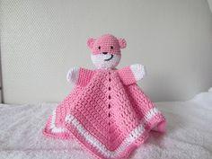 Tutteldoekje.  Nederlandse vertaling van het originele haakpatroon van Teddy dou dou. crochet lovey, free pattern