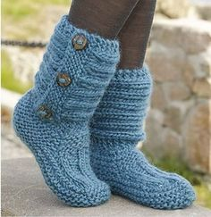 One Step Ahead by DROPS Design - Cutest Knitted DIY: FREE Pattern for Cozy Slipper Boots. I don't knit but I bet I could take an old sweater and turn it into this with some simple sewing. Crochet Slipper Boots, Knitted Booties, Knit Boots, Knitted Slippers, Knit Slippers Free Pattern, Knitting Socks, Knitting Stitches, Knitting Patterns Free, Free Knitting