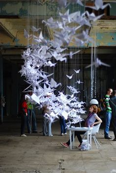 Many many origami winged animals. Origami is awesome. 1000 Cranes, 1000 Paper Cranes, Origami Paper Art, Origami Birds, Origami Cranes, Hanging Origami, Origami Mobile, Oragami, Instalation Art