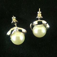 Pearl silver tone earrings NWOT Gorgeous/ beautiful Jewelry Earrings