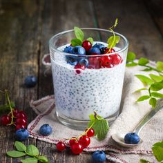 Naturalny jogurt z nasionami chia-Natural yogurt with chia seeds and fresh berries, concept of healhty food, square image