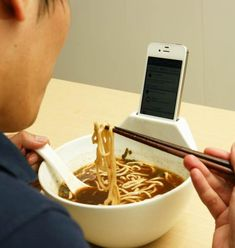 Lonely Eater No More: Here's a Ramen Bowl with iPhone Dock | GadgetGadget