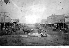 Downtown Arlington Texas Mineral Well 1900 - http://library.uta.edu/spco/timeframes/Images/photos/MineralWell1900.jpg