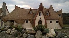 Valea Zânelor -Sibiu-Porumbacu de sus-castel de lut Romania, Medieval, Sweet Home, Traditional, The Originals, House Styles, Places, Fairies, Home Decor