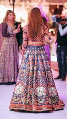 Pakistani Mehndi Dress, Pakistani Wedding Outfits, Pakistani Wedding Dresses, Pakistani Dress Design, Bridal Outfits, Indian Dresses, Indian Outfits, Heavy Dresses, Asian Fashion