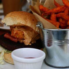 That one time we had this amazing burger in Brighton...  Find out more on the blog! (Link in Bio) @vbiteschester #thefooddoc #blogger_lu #vegan #vegan_lu #veganism #shitveganseat #veganpower #plantbased #hclf #carbthefuckup #gofruityourself #veganfoodporn #foodporn #instagood #instafood #brighton #burger Amazing Burger, Veganism, Brighton, Hamburger, Vegan Recipes, Food Porn, Photo And Video, Eat, Link