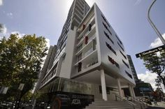 Darlinghurst Fully Self Contained Modern 1 Bed Apartment (11GOUL) Sydney Located 700 metres from Capitol Theatre in Sydney, this air-conditioned apartment features a balcony. The apartment is 1.4 km from Darling Harbour Sydney.  The kitchen features a dishwasher, an oven and a microwave, as well as a kettle.