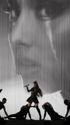 Ariana Grande - Data y Fotos Ariana Grande Fotos, Tumblr Ariana Grande, Ariana Grande Pictures, Ariana Tour, Ariana Grande Dangerous Woman Tour, Ariana Grande Wallpaper, Ariana Grande Background, My Idol, Queens