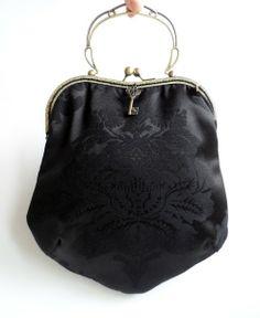 """Bolsos de mano - Bolso """"Brocado negro vintage"""" hecho a mano por LolitaSala-Vintage. #handbags #vintage #vintagebags #bolsosdeboquilla #bolsos #bolsosvintage #bolsos deceremonia"""