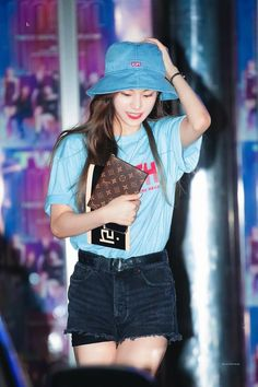 Image discovered by Glossy Gloss. Find images and videos about kpop, bts and aesthetic on We Heart It - the app to get lost in what you love. Kpop Girl Groups, Kpop Girls, Girl With Hat, My Girl, Kpop Outfits, Girl Outfits, Cute Girls, Cool Girl, Blackpink Fashion