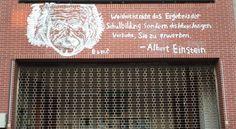 「自己的塗鴉自己清」中山大學愛因斯坦塗鴉 學生還原清除 - https://kairos.news/65496