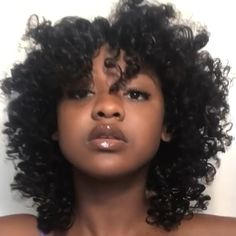 To have beautiful curls in good shape, your hair must be well hydrated to keep all their punch. You want to know the implacable theorem and the secret of the gods: Naturally curly hair is necessarily very well hydrated. Pretty Hairstyles, Girl Hairstyles, Braided Hairstyles, Crochet Curly Hairstyles, Natural Twist Out Hairstyles, Zendaya Hairstyles, Natural Hair Blowout Styles, Cornrolls Hairstyles Braids, Manga Hairstyles