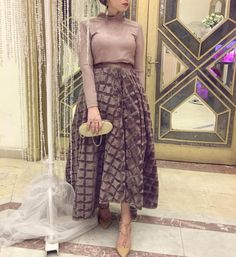 My style outsized floral crop top with flared pleated skirt in ivory – Artofit Hijab Evening Dress, Hijab Dress Party, Hijab Style Dress, Evening Outfits, Prom Party Dresses, Evening Dresses, Modern Hijab Fashion, Muslim Fashion, Modest Fashion