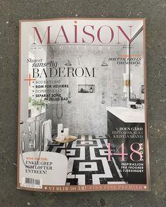 Vi har levert marmor mosaikken til det rålekre badet på forsiden av Maison Interiør😁 Blar man videre finner man ett kjøkken med Silestone benkeplater som også er gjort av oss! | interior magazine | interiordesign | bad | baderom | carrara | marble | nero marquina | kjøkken | kitchen | modern kitchen design|