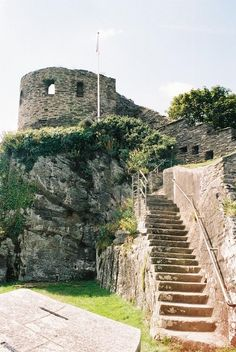 St Catherine's Castle is a small fort commissioned by Henry VIII, built to protect Fowey Harbour in Cornwall, United Kingdom Cornwall Castle, Abandoned Castles, Abandoned Buildings, Into The West, Devon And Cornwall, Kingdom Of Great Britain, Medieval Castle, Beautiful Places, Lovely Things