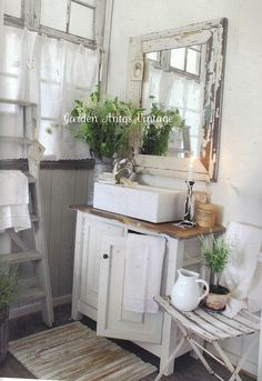 Country Bathroom Idea for Small Bathroom. 20 Country Bathroom Idea for Small Bathroom. Modern Country Bathrooms, Rustic Bathrooms, Chic Bathrooms, Bathroom Modern, Outdoor Bathrooms, Small Bathrooms, Bad Inspiration, Shabby Chic Homes, Beautiful Bathrooms