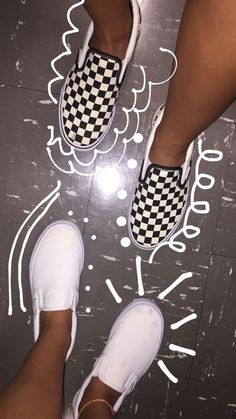 vans aesthetic & vans - vans outfit - vans shoes - vans wallpaper - vans old skool - vans painted shoes ideas - vans sneakers - vans aesthetic Tenis Vans, Vans Sneakers, Vans Shoes, Sock Shoes, Cute Vans, Cute Shoes, Me Too Shoes, Creative Instagram Stories, Instagram Story Ideas