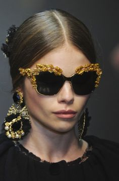 Dolce & Gabbana Fall 2012 Accessories: Sicilian Baroque Church Decorations - need the glasses Fall Accessories, Fashion Accessories, Couture Accessories, Ray Ban Sunglasses, Sunglasses Women, Chanel Sunglasses, Sunnies, Sports Sunglasses, Mode Baroque