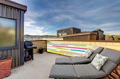 décoration pour jardin terrasse - kakémonos extérieur - déco extérieur -  décoration pas chers - www.ladecodujardin.fr - La déco du jardin vous propose de révolutionner l'aménagement de votre jardin, de votre terrasse, de votre balcon ou de  votre cuisine d'extérieure, grâce à des bâches en PVC décorées de motifs originaux et multicolores. Outdoor Sectional, Sectional Sofa, Roof Deck, Outdoor Furniture Sets, Outdoor Decor, Rooftop, Sun Lounger, Patio, Green