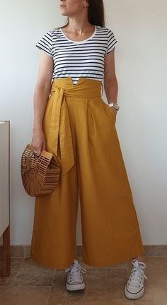 NIVEAU COUTURE : intermédiaire avancé la jupe-culotte « La désinvolte » La jupe-culotte est la tendance à suivre pour réinventer votre dressing à toutes les saisons. Mode et féminine la jupe-culotte La désinvolte passe en mode cool chic, elle fonctionne avec des bottes, babies, baskets….Je l'ai pensé à la fois élégante et décontractée et détails mode pour vos looks chics de soirée ! La grande particularité est ce joli col Anna qui est amovible et assure un style romantique et ultra moderne…