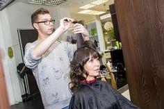 Pani Janka si želala, aby jej vlasy ostali prírodné a nefarbené ako doteraz, preto úprava účesu v Salóne PIEROT v Poluse spočívala hlavne v ošetrení a zvolení správneho kvalitného účesu a konečného stylingu.