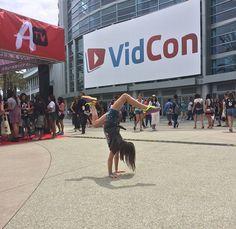 #press handstands PH at VidCon... FOLLOW:: isabella n
