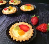 Resep Pie Vla Buah by Opi Bun - Aneka Kue dan Minuman Mini Fruit Pies, Mini Desserts, Cookie Desserts, Chocolate Eclair Dessert, Tasty Pastry, Egg Tart, Mini Tart, Bakery Cakes, Tart Recipes